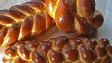 saffron-challah-loaves