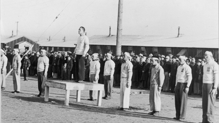Hoshidan members stand at attention, one stands on table at center
